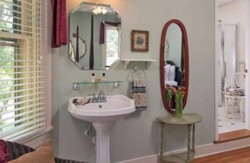 In-room pedestal sink with large mirror